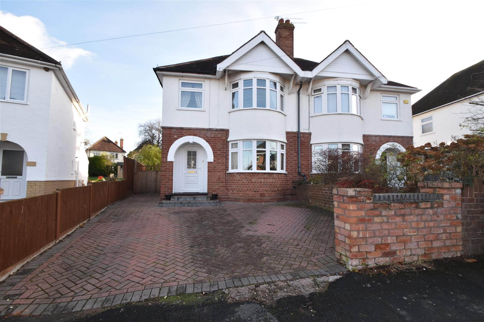 3 Bedrooms Semi Detached House for sale in Dorothy Crescent, Worcester